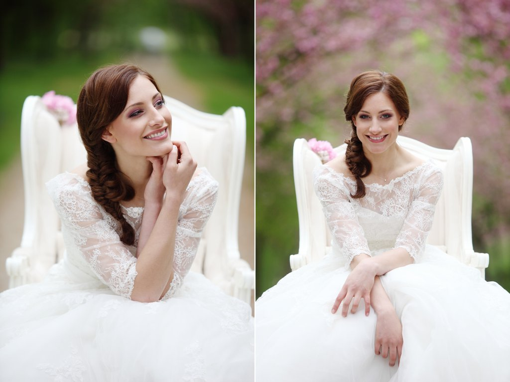 Photo smiling bride sitting in cherry blossom alley