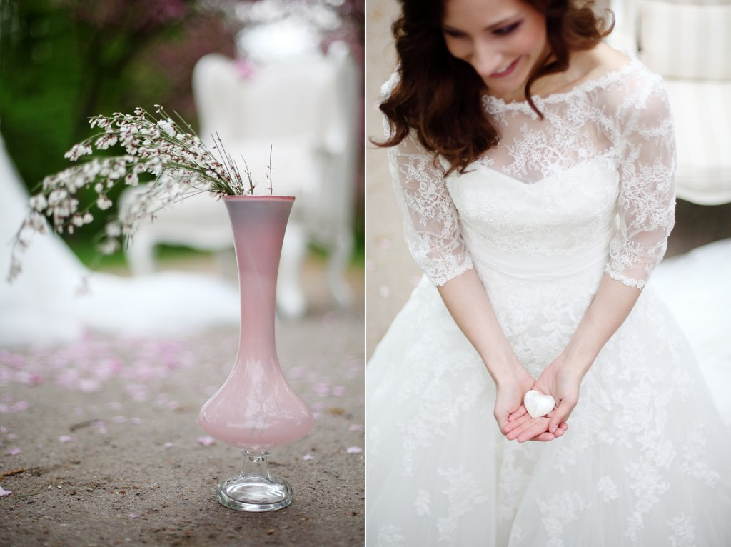 Photo bride holding a little mother-of-pearl heart in her hands