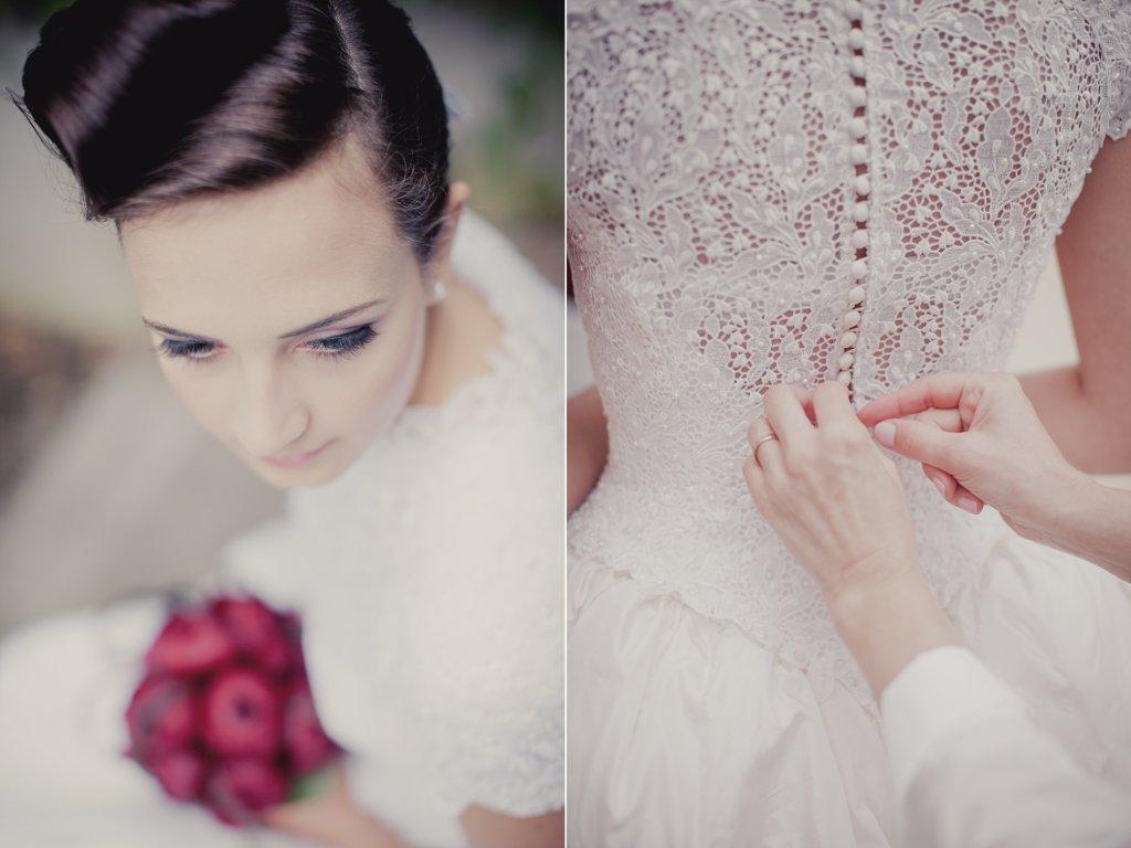 Photo Brautkleid wird im Rücken zugeknöpft.