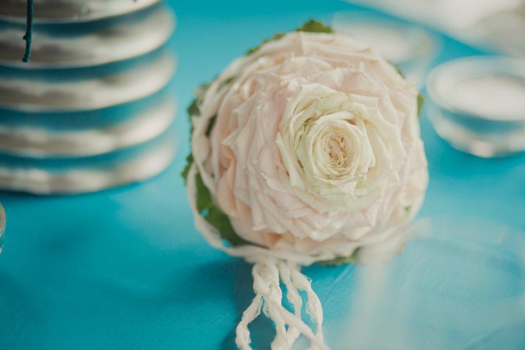 Photo Blumenmädchenstrauss mit rose Rosenblättern
