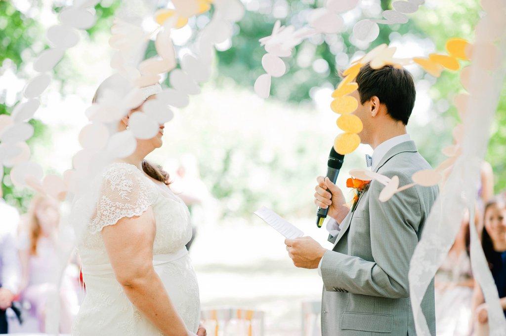 Photo Bräutigam spricht Eheversprechen