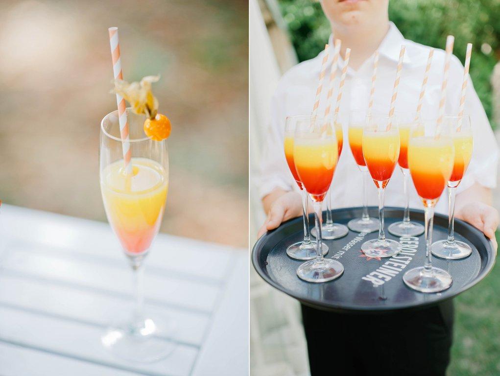 Photo Sektgläser gefüllt mit Getränk in dunkel & hellorange.