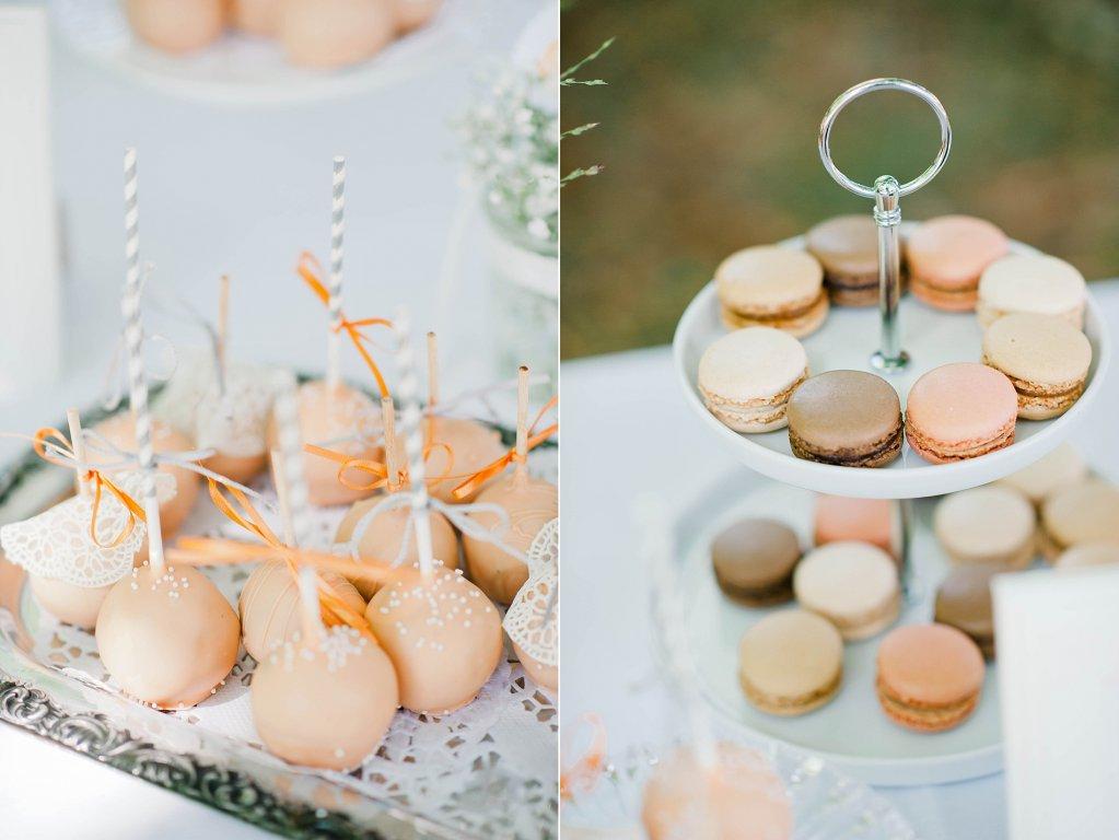 Photo Cake-Pops und Maccarons in den Hochzeitsfarben, grau und orange.