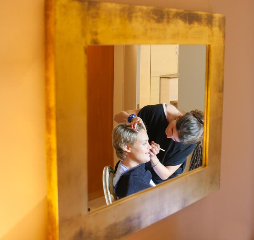 Photo Brautstyling im Spiegel